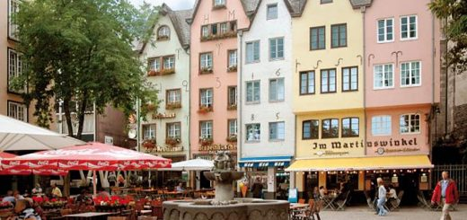 Cologne Old Town with hundreds of pubs, restaurants, beer places (photo: KölnTourismus)