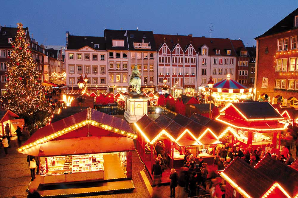 Düsseldorf Christmas Market in fron of the Town Hall (photo DMT)