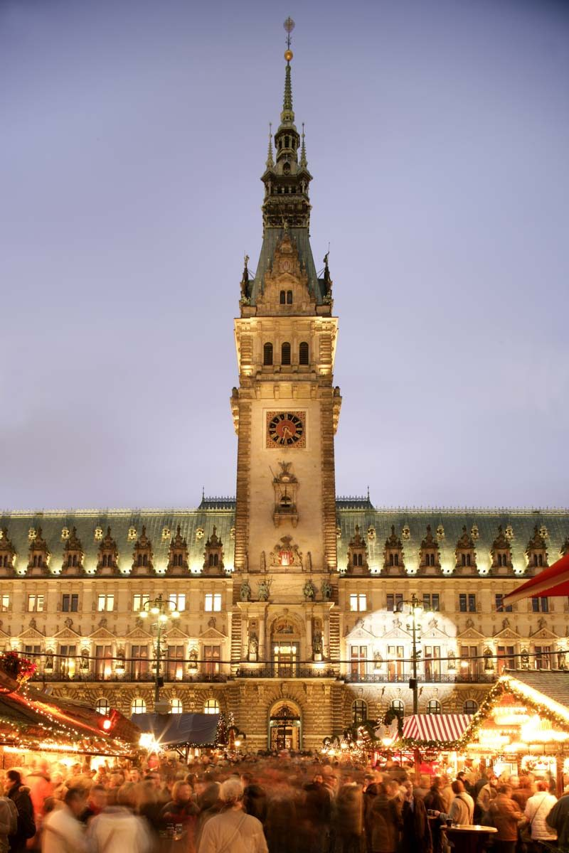 Hamburg Christmas Market in front of the town hall, Germany (photo by Chr. Spahrbier; mediaserver.hamburg.de)