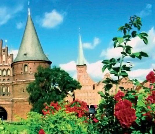 Lübeck, Germany: Holstentor (photo: Lübeck und Travemünde Tourist-Service GmbH Fotograf: Sven-Erik Arndt)