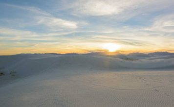 White Sands National Monument in New Mexico, USA (photo license www.travel1000places.com)