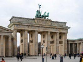 Brandenburg Gate (photo: Norbert Nagel [CC BY-SA 3.0 (https://creativecommons.org/licenses/by-sa/3.0)])
