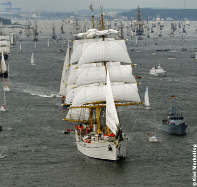 Gorch Fock leaving Kiel Harbor