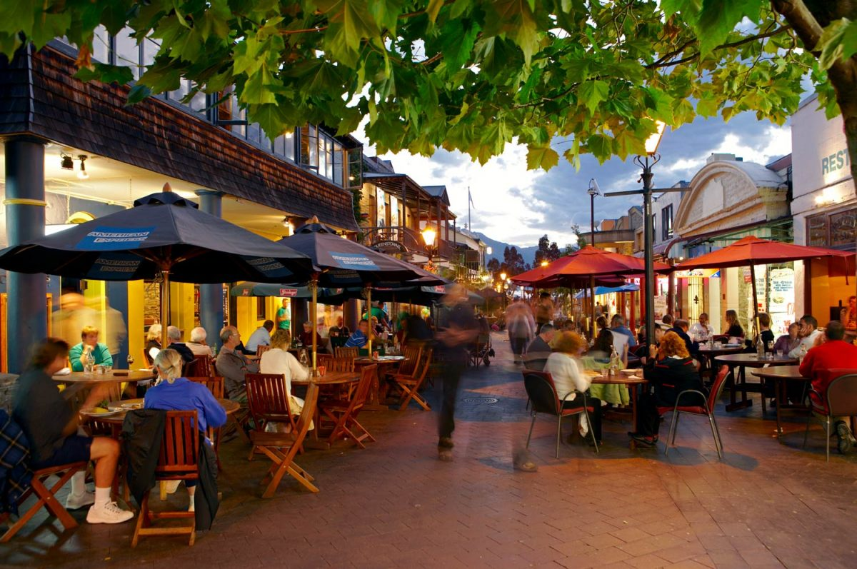 Queenstown Dining-out in The Mall (photo: Destination Queenstown)