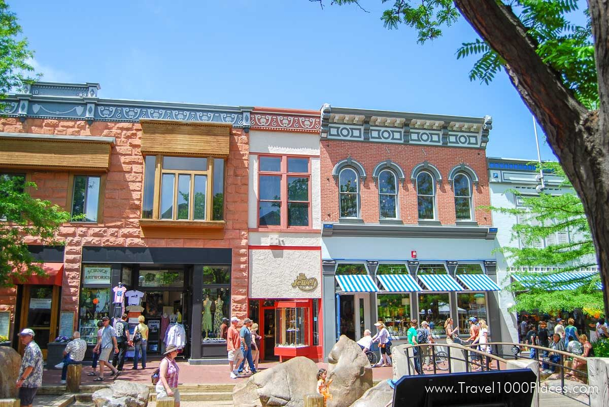 Pearl Street Mall, pedestrian zone in downtown Boulder, Colorado