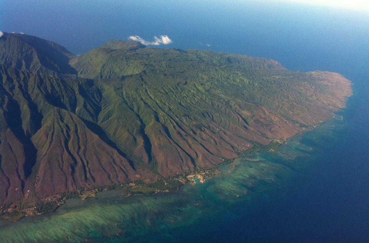 East Molokai (photo: Travis.Thurston [CC BY-SA 3.0 (https://creativecommons.org/licenses/by-sa/3.0)])