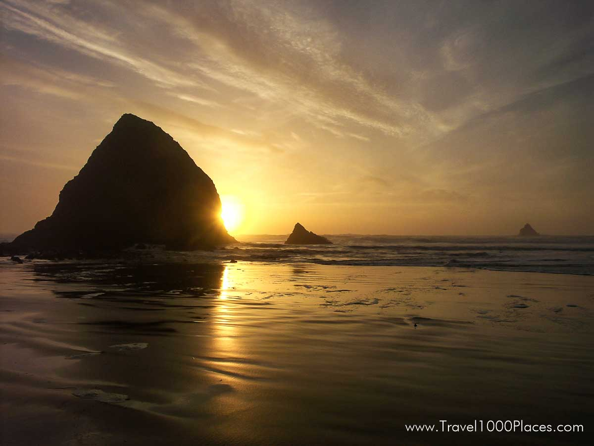 Haystack Rock, Cannon Beach, Oregon, USA