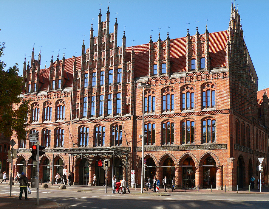 Altes Rathaus, Hannover, Lower Sachsony (Nidersachsen), Germany [photo: Axel Hindemith / Public domain]