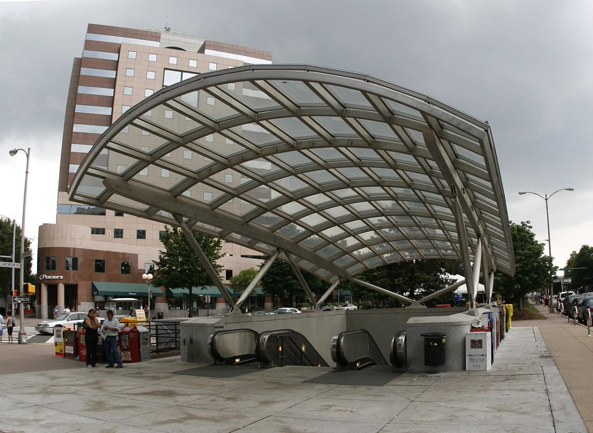 Clarendon Metro Station [photo: dbking / CC BY (https://creativecommons.org/licenses/by/2.0)]