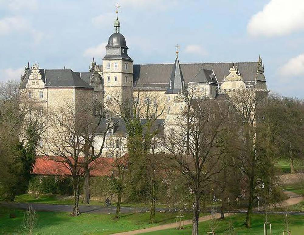 Wolfsburg Castle [photo: Axel Hindemith / Public domain, CC CreativeCommons retrieved 2020]