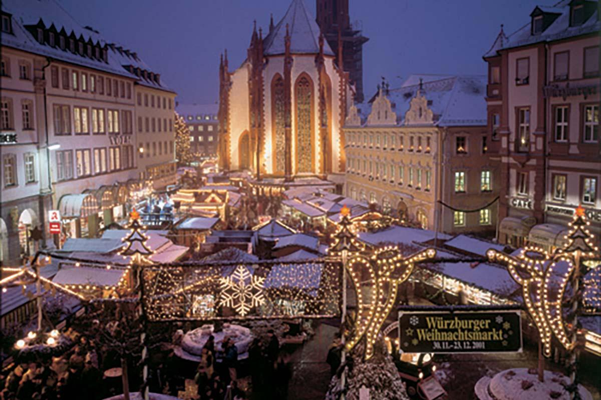 Würzburger Weihnachtsmarkt [photo: Congress Tourismus-Wirtschaft Würzburg / Ralph Lazi]