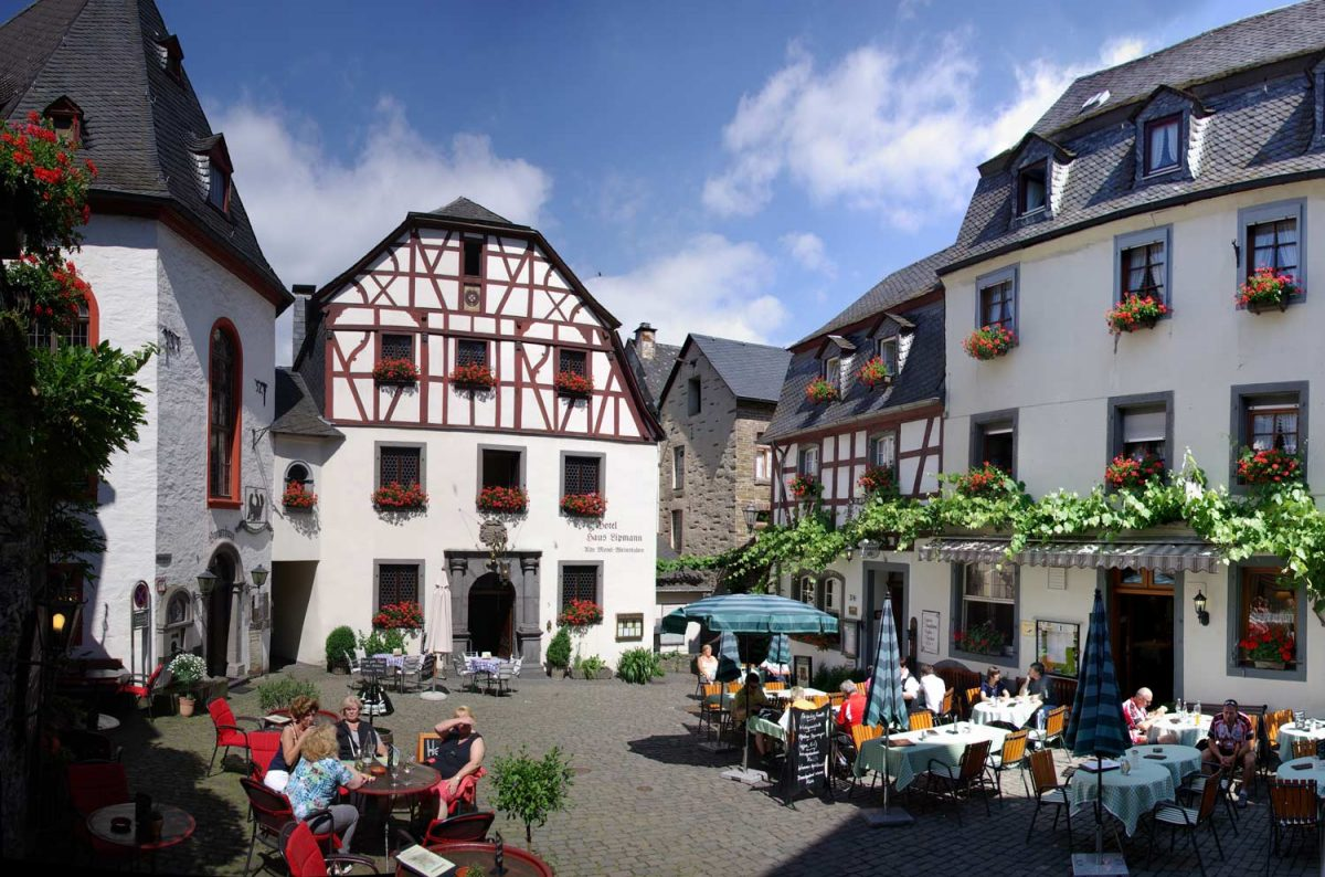 Germany, Beilstein at the river Mosel, Marketplace [photo: 2009, Berthold Werner / CC BY-SA (https://creativecommons.org/licenses/by-sa/3.0)]