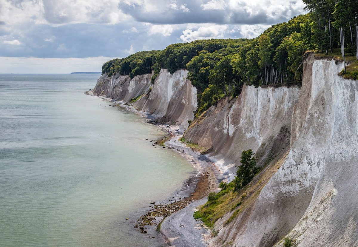 National Park Jasmund, Island Rügen, Mecklenburg-Vorpommern, Germany. [photo: Moahim, CC BY-SA 4.0 https://creativecommons.org/licenses/by-sa/4.0, via Wikimedia Commons]