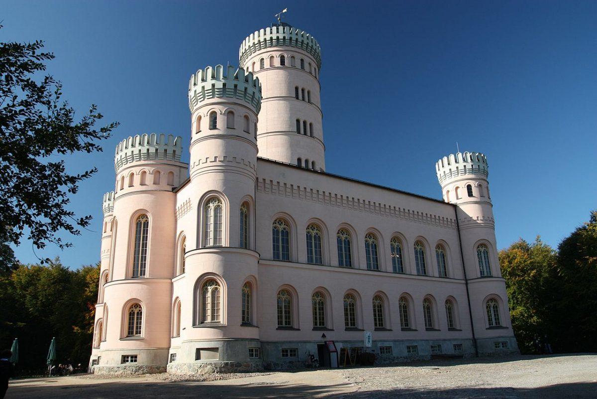 Jagdschloss Granitz, Rügen, Germnay [photo: Lars0001, Public domain, via Wikimedia Commons]