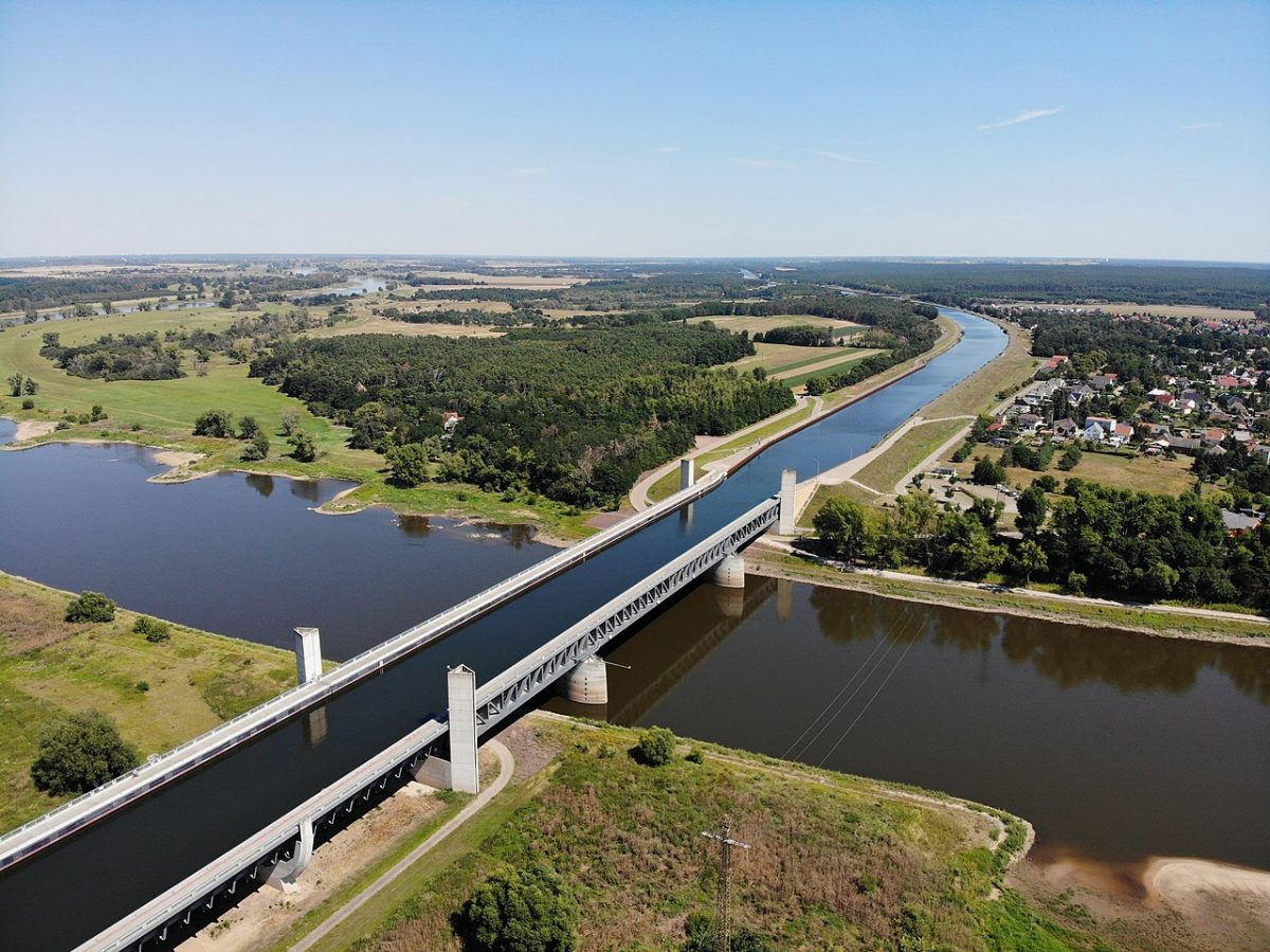 Magdeburg Water Bridge (Aqueduct) [photo: Olivier Cleynen, CC BY 4.0 https://creativecommons.org/licenses/by/4.0, via Wikimedia Commons]